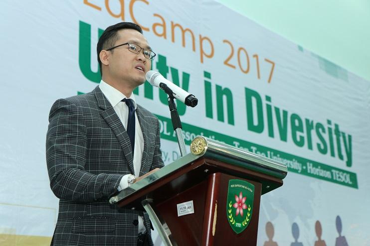 Tiến sỹ Đỗ Hữu Nguyên Lộc, phó chủ tịch hội TESOL tp. HCM, phát biểu tại sự kiện